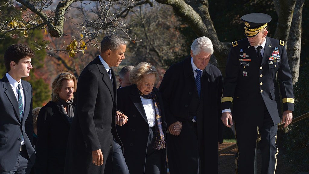US President Barack Obama and former US president Bill Clinton (R) walk with Ethel Kennedy (C), the widow of Robert F. Kennedy, as they arrive to take part in a wreath-laying ceremony in honour of the late President John F. Kennedy at Arlington National Cemetery on November 20, 2013 in Arlington, Virginia. AFP PHOTO/Mandel NGAN        (Photo credit should read MANDEL NGAN/AFP/Getty Images)