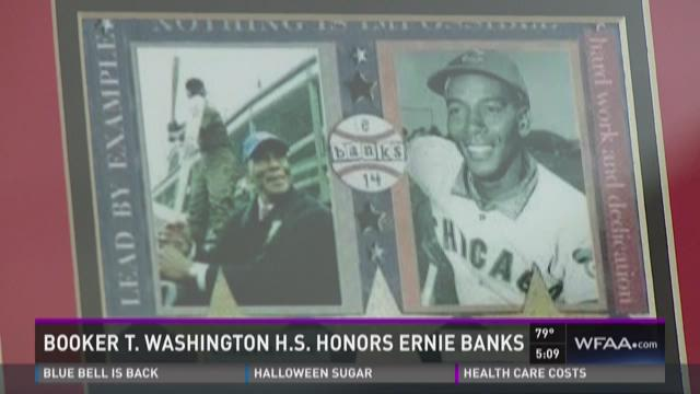 Dallas high school honors Ernie Banks
